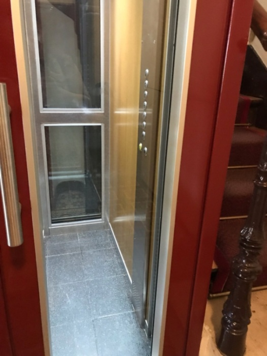 Странный лифт в одном из домов Парижа