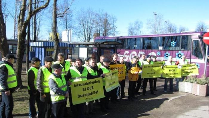 Фото: водители автобусов провели в Нарве пикет