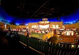 Ресторан Sci-Fi Dine-In Theater в Диснейуорлде