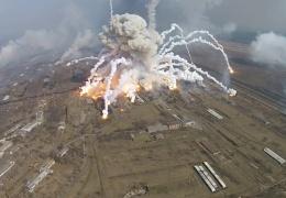 Остатки боеприпасов в Балаклее тушат с вертолета