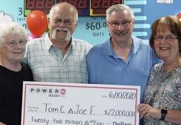 Американец выиграл в лотерею 22 миллиона и отдал половину другу из-за обещания, данного 28 лет назад