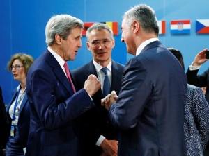 """Власти Эстонии увидели в росте военного контингента НАТО в Балтии способ разговаривать с РФ с """"сильных позиций"""""""