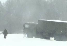 ВИДЕО: военная техника застряла в снегу в Ида-Вирумаа