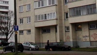 В Ласнамяэ из окна восьмого этажа выпал ребенок