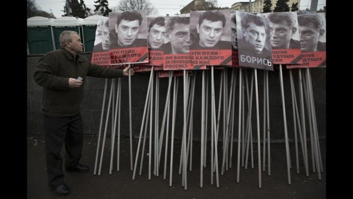 Следователи провели обыск в рабочем кабинете Бориса Немцова
