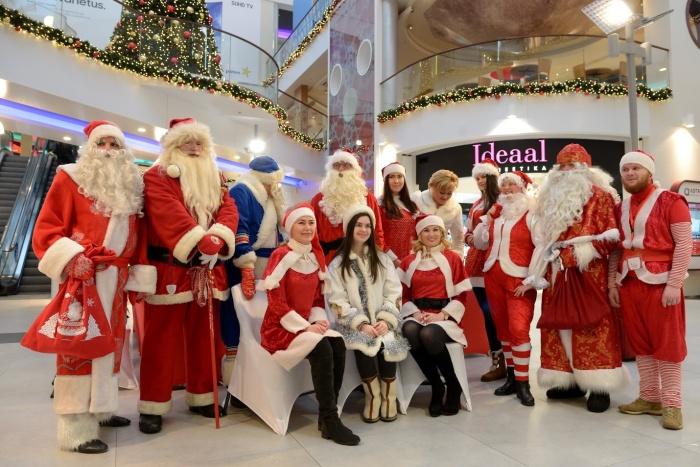 В Нарве прошел фестиваль Санта Клаусов, Дедов Морозов и Йыулувана