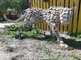 Каркас пантеры, обложенный камнями
