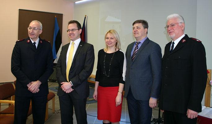 Посольство хочет помогать нуждающимся нарвитянам