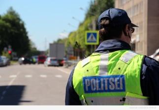 В Нарве пьяный водитель без прав попал в ДТП