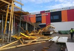 Строительная фирма объяснила обрушение навеса на автовокзале в Йыхви ошибками в проекте