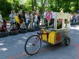 В Нарве гоняли на фургоне Накситраллей, русской печи, паровозике и других мыльницах