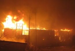 Прокуратура не исключает, что отель в Отепя подожгли