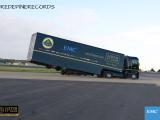 Пилот Иванов проехал на формульном Lotus под летящим грузовиком