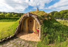 Словенец построил себе Домик хоббита по старинной технологии