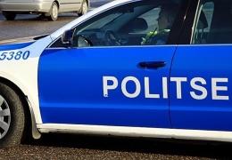 Во дворе одного из домов в Нарве пенсионерка попала под машину