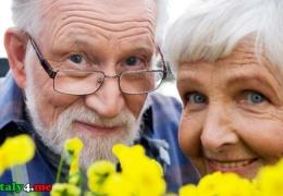 В Италии на 5 лет снизили пенсионный возраст и ввели базовый доход. Законы подписаны президентом