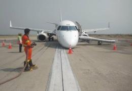 Хладнокровие и спокойствие: пилоты посадили самолет без передней стойки шасси