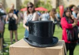 Работник британской свалки нашел среди мусора вещи Черчилля