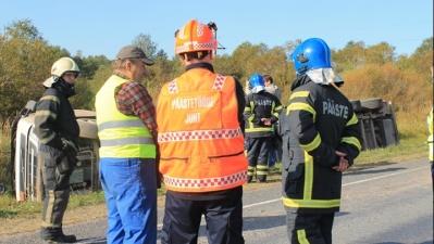 ФОТО: из-за аварии недалеко от перекрестка Амула в Ида-Вирумаа было нарушено движение