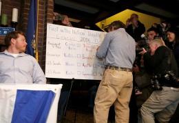 В США голосованием в городке Диксвилл-Нотч открылись выборы президента - победила Клинтон