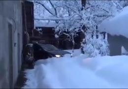 Когда нет времени чистить двор от снега