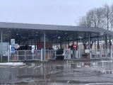 В Нарве автомобиль протаранил ворота на границе