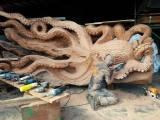 Гигантский осьминог из цельного ствола дерева