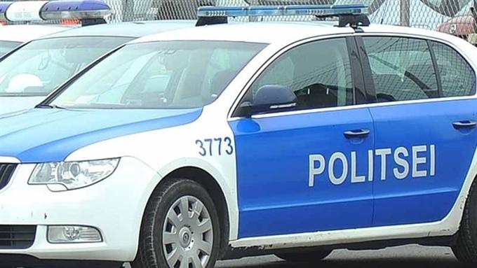 В Нарве автомобиль сбил пожилую женщину