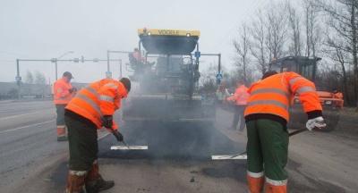 I этап укладки нижнего слоя асфальтного покрытия на участке Tallinna maantee