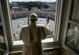 Папа римский помолился за прекращение пандемии коронавируса