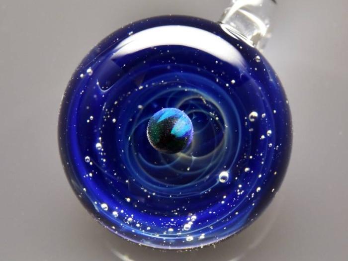 Вселенная в стеклянных шарах Сатоши Томизу
