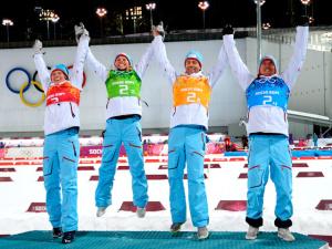 Норвежские биатлонисты выиграли золото в смешанной эстафете