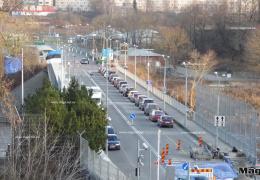 В Ивангороде собираются сделать места ожидания для пересекающих границу автомобилей