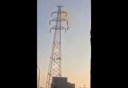мужчина выжил после удара током в 30 000 вольт и падения с 30 метров!