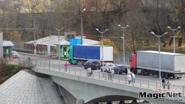 На погранпереходе в Ивангороде задержали пешеходов с мясным фаршем и сырой свининой