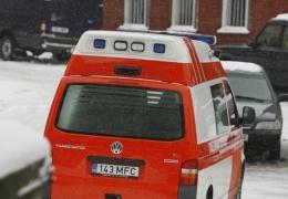 В Нарве джип сбил переходившую дорогу в неположенном месте девочку