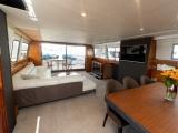 Молодая пара купила яхту на аукционе и теперь планирует на ней жить