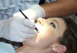 С 1 июля Больничная касса начнет выплачивать компенсацию за лечение зубов для взрослых, ее размер составит до 30 евро за год.