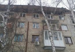 Крыша с тюменской пятиэтажки съехала вместе с балконами