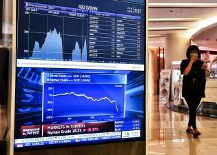 Вслед за ценами на нефть рухнули мировые биржевые индексы