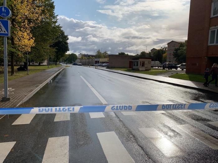 ФОТО: в Нарве мужчине прострелили руку, полиция проводит спецоперацию