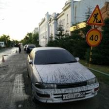 0 Дорожники в Омске обдали горячим битумом 15 машин
