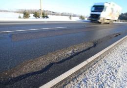 Власти Нарвы обещают отремонтировать дорожные ямы