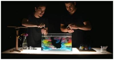 Завораживающее видео о движении красок в воде