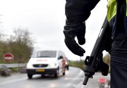 В брошенном автомобиле нашли оружие, использовавшееся при атаках в Париже