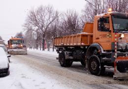 Наперегонки с непогодой: как коммунальные службы справляются со снегопадом