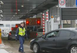 На пограничном пункте в Нарве все чаще выявляют поддельные документы