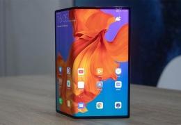 Huawei начала продажи своего первого смартфона с гибким экраном