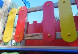 В Нарве вандалы покуражились на новой детской площадке