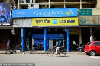 В Индии тело покойника принесли в банк, чтобы снять с его счета деньги